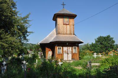 """(cod 3679) Biserica de lemn """"Sfântul Nicolae"""" din sat Păuleşti"""