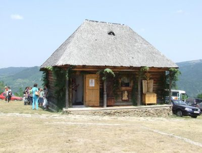 (cod 3696) Casa babei Vrâncioaia