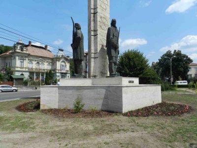 (cod 4890) Grupul statuar Horea, Cloșca și Crișan