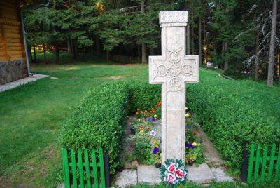 (cod 3894) Mormântul filozofului Constantin Noica