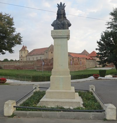 (cod 3379) Statuia Doamnei Stanca, cetatea Făgărașului