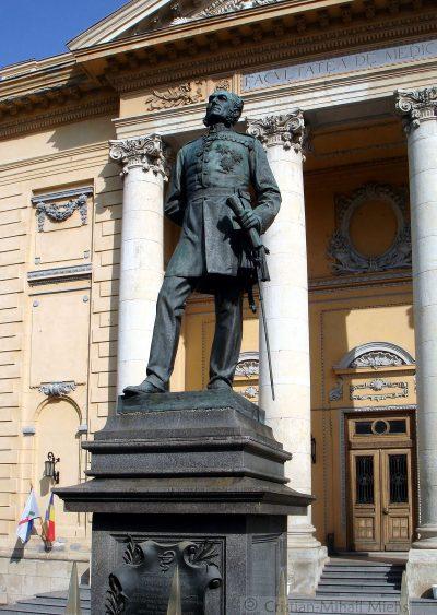 (cod 4157) Statuia doctor Carol Davila