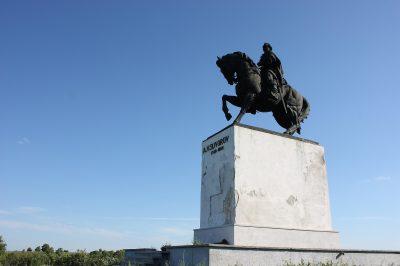 (cod 4285) Statuia generalului Alexandr Suvorov din Dragosloveni