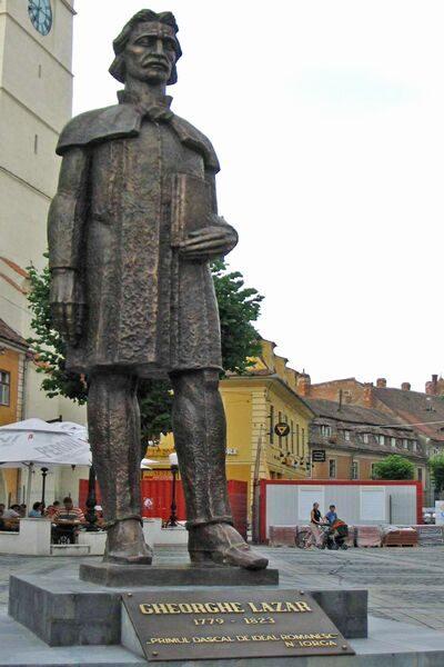 (cod 4324) Statuia lui Gheorghe Lazăr din Piața Mare