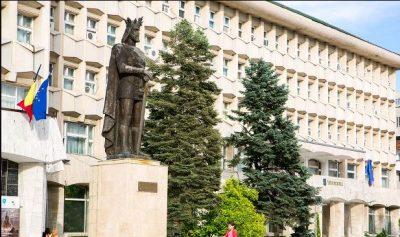 (cod 5358)  Statuia lui Mircea cel Bătrân, Piața Tricolorului