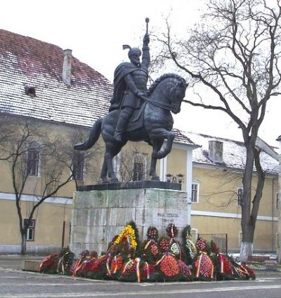 (cod 2323)  Statuia ecvestră a lui Mihai Viteazul, Alba