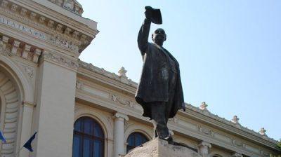 (COD 2084) Statuia lui Mihail Kogalniceanu Iasi
